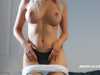Horny Tow-haired Milf Makes Her Pussy Scruffy