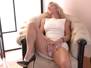 Lonely Josefine N. is by oneself extension horny not to play with herself